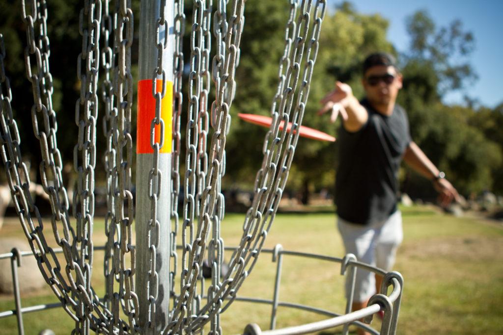 Disc golf putt shot.